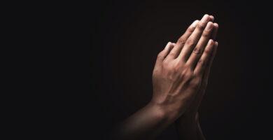 ¿Qué es el método de oración de cinco dedos y cómo lo usamos?