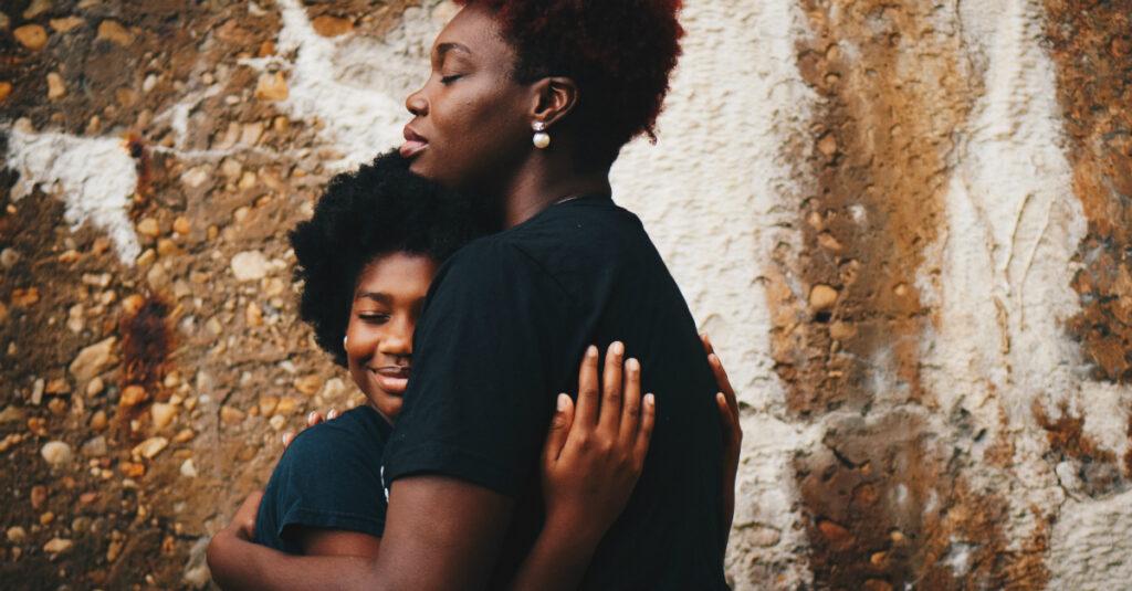 12 hermosas oraciones para que mi mamá la celebre y la honre