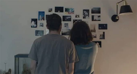 Emma y Jude usan fotógrafos para tratar de ayudarlo a recordar eventos de su vida juntos.
