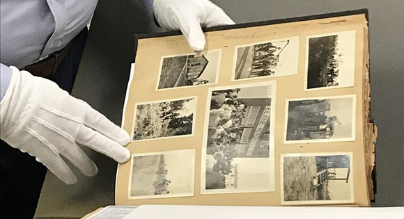 Colección del museo de fotografías y postales del Verano Rojo.