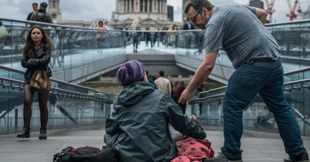 25 poderosas oraciones por las personas sin hogar
