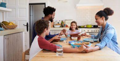 4 razones por las que orar antes de cada comida es esencial