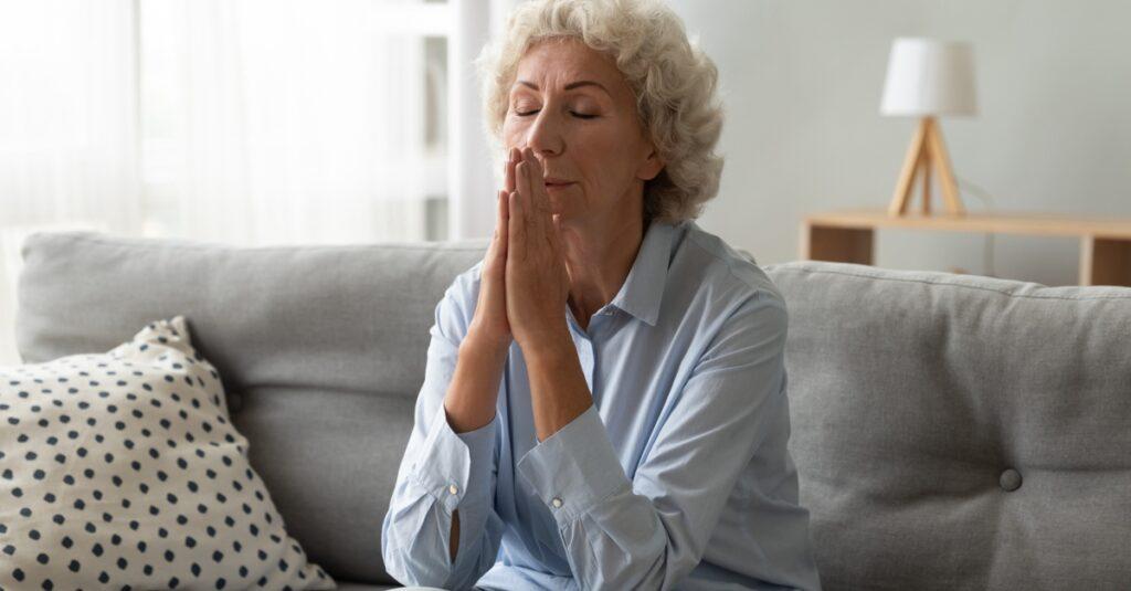 4 reconfortantes oraciones de condolencia para aquellos que están sufriendo